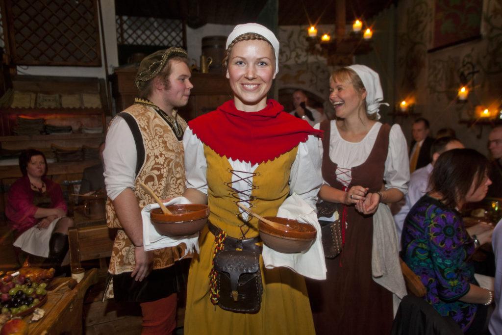 3e54438be0d Lubage meil olla teejuhiks | Olde Hansa | Medieval experiences ...